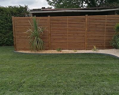 Pose clôture bois jaunay-marigne